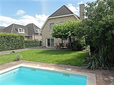 Villa met zwembad te koop