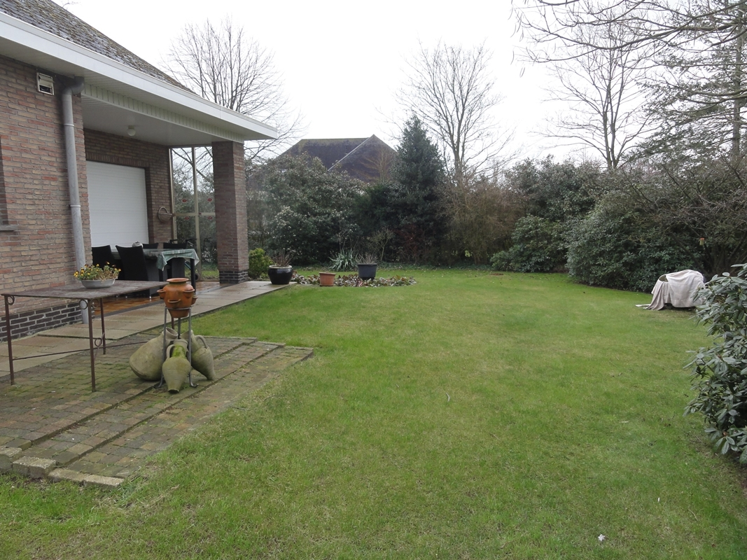 te koop villa met tuin in Essen